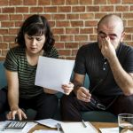 Двойка изплащаща бърз кредит